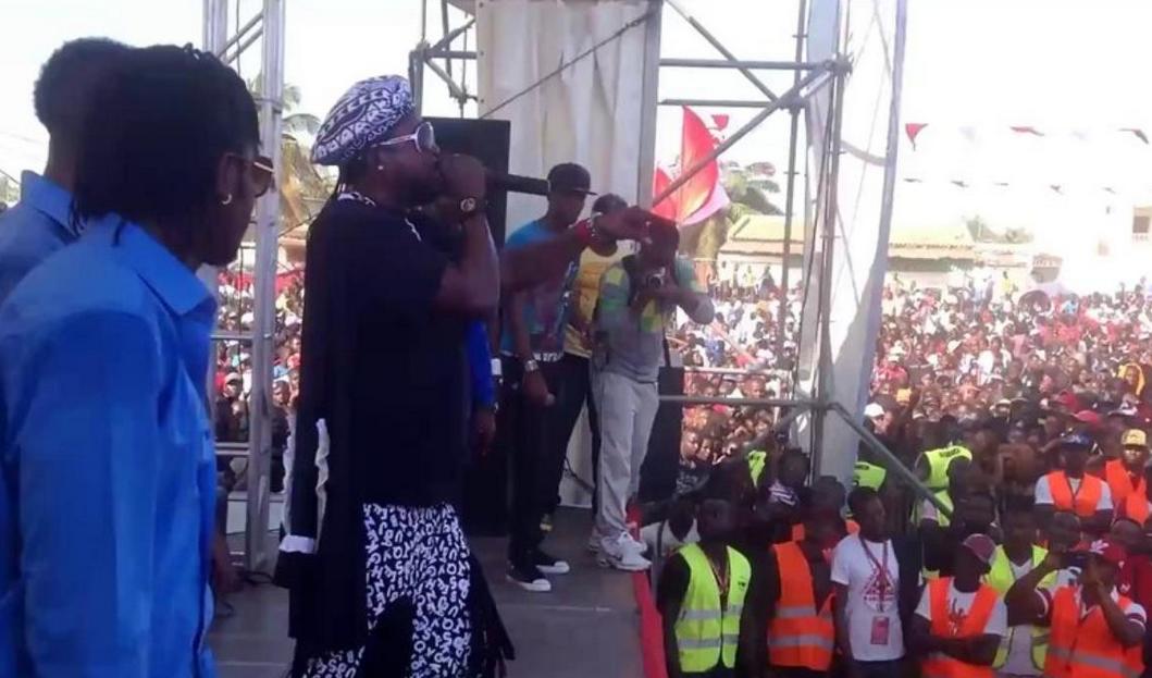 Wenge MMM et Werrason lors d'une production à Luanda