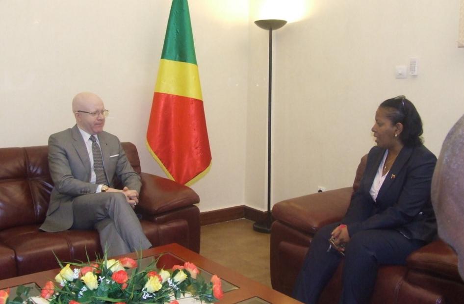 Le ministre de la Communication, Thierry Lézin Moungalla et l'ambassadeur du Venezuela au Congo, Norma Borges
