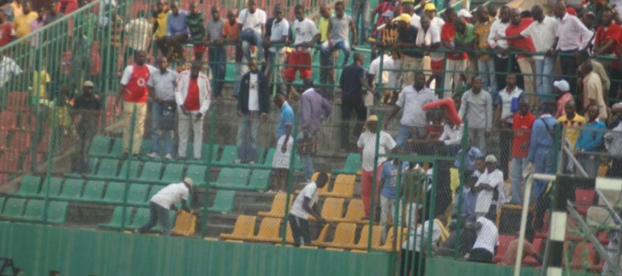 Brazzaville : Tout nu sur le terrain du Stade Massamba-Débat, il échappe à la police
