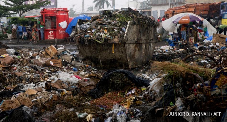 Dans le quartier huppé de la Gombe, dans le nord de Kinshasa, une odeur pestilentielle emplit l'atmosphère.|AFP