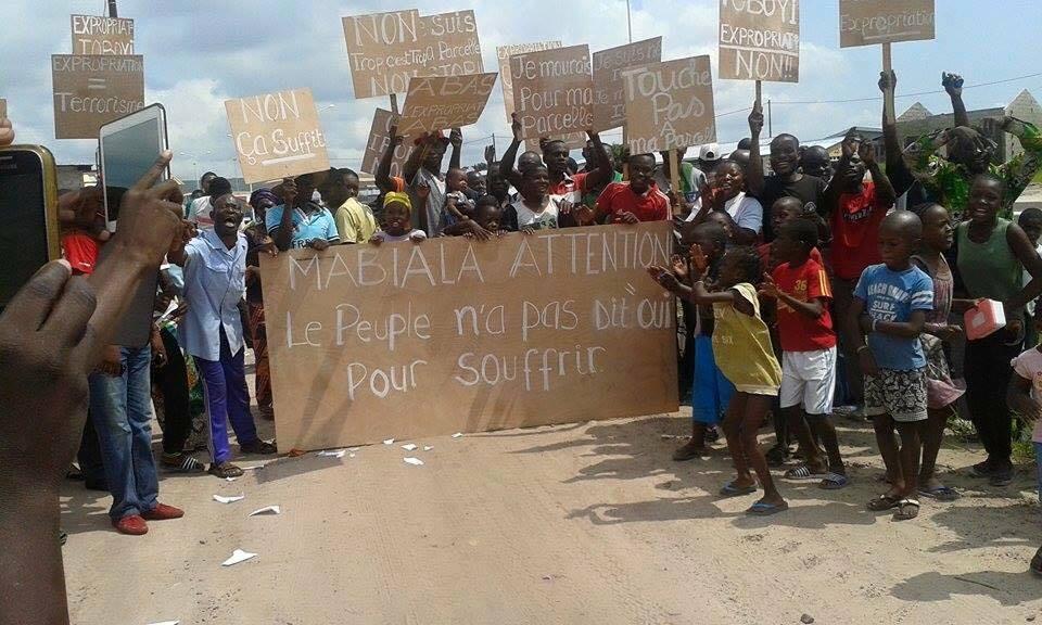 Les acquéreurs de parcelles de terrain situés le long du viaduc de Kintélé ont bruyamment manifesté et attaqué, samedi 5 décembre 2015, l'arrêté de Pierre Mabiala|DR