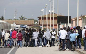 En Italie, des réfugiés en colère réclament du personnel de ménage et le Wifi