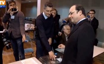 VIDÉO – Régionales : le petit fail de François Hollande au moment de mettre son bulletin dans l'urne