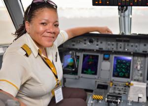 La congolaise Adine Ossebi, première femme commandant de bord à Asky