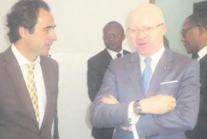Le ministre de la Communication, Thierry Lézin Moungalla et le directeur de la stratégie et du développement à France média monde, Jean-Emmanuel Casalta