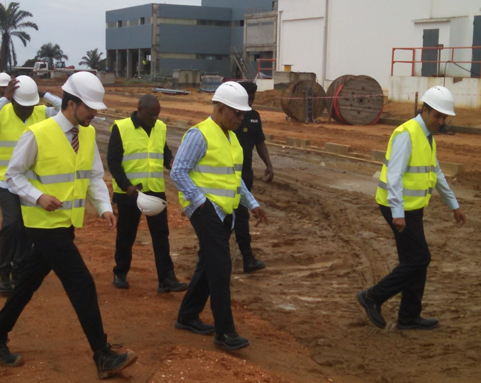 Isidore Mvouba, ministre d'Etat, ministre du Développement industriel et de la promotion du secteur privé à l'occasion d'une visite qu'il a effectuée samedi 12 décembre dans les installations de la Cimenterie d'Afrique(Cimaf) située à Hinda au Kouilou.