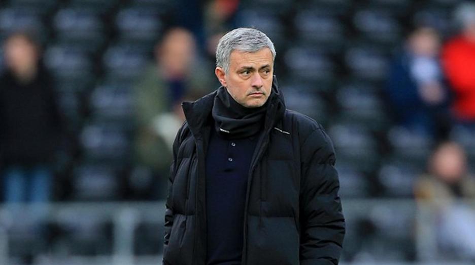 l'entraîneur de Chelsea José Mourinho limogé
