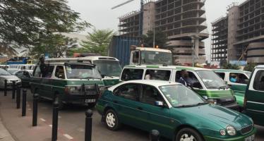 Congo : les gens roulent dans tous les sens à Brazzaville