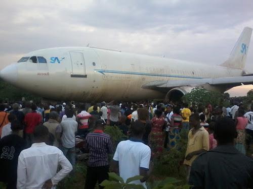 L'avion de Services Air a raté son atterrissage sur la piste de l'aéroport de Bipemba à Mbuji-Mayi et a fini sa course dans un quartier résidentiel le 24/12/2015