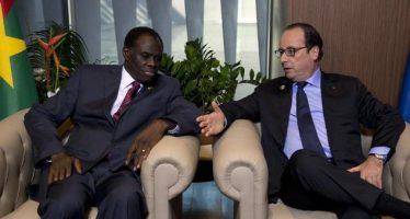VIDEO- COP21: Hollande fait une bourde gênante en s'adressant au président Kafando