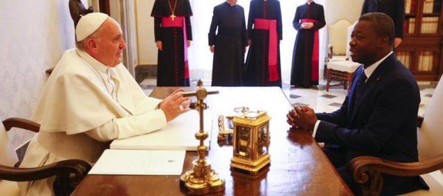 « Il faut défendre et comprendre le peuple », dit le pape au président du Togo