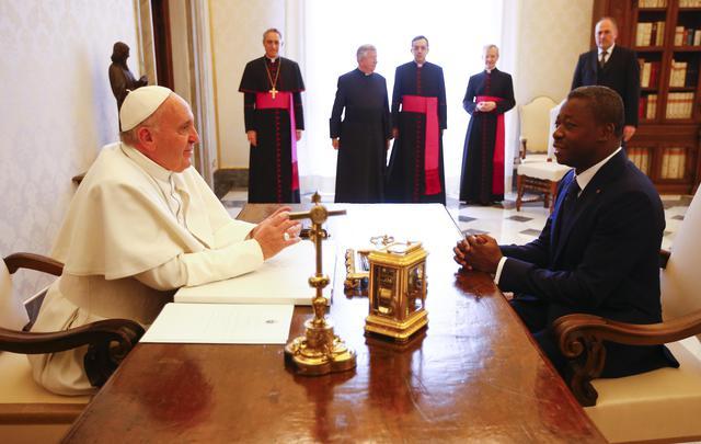 Le pape François a reçu jeudi le président du Togo, Faure Gnassingbé|P. ANSA/POOL - REUTERS/Tony Gentile