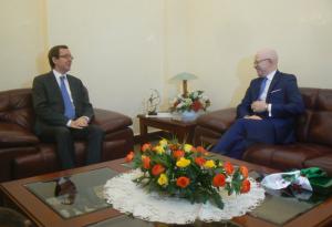 L'entretien entre le ministre, Thierry Moungalla et l'ambassadeur Abdelouaheb Osman a duré plusieurs dizaines de minutes |Ph adiac