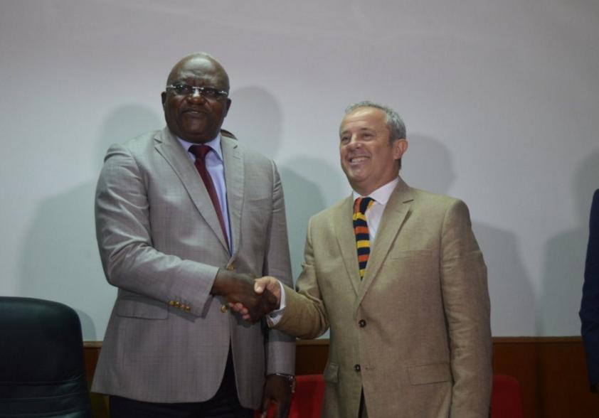 Le nouvel entraineur des Diables rouges en compagnie du ministre des Sports Crédit photo Adiac