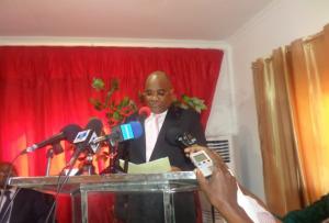 André Okombi-Salissa prononçant son discours de candidature