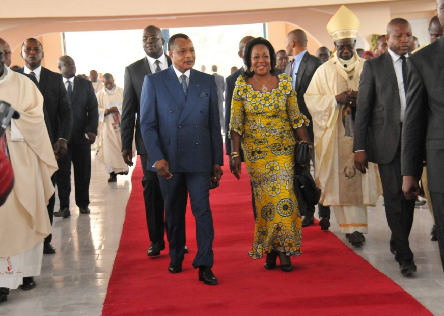 En compagnie de son épouse et de Mgr Anatole Milandou, archevêque de Brazzaville, le Président congolais a procédé à l'inauguration de l'église Saint-Paul de Madibou