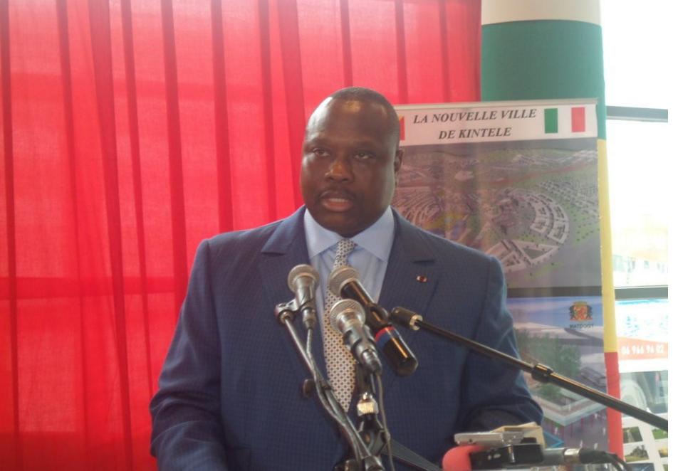 Le ministre de l'Aménagement du territoire et de la Délégation générale aux grands travaux, Jean Jacques Bouya