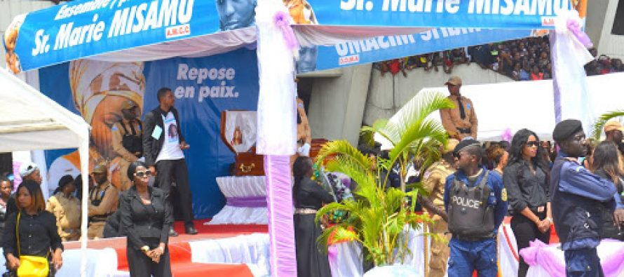 EN IMAGES – RDC: la dépouille mortelle de Marie Misamu exposée au stade des Martyrs