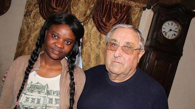 Jean-Yves Danvel, 71 ans, est marié à une Sénégalaise de 25 ans. La préfecture de la Mayenne engage une démarche d'expulsion contre la jeune femme