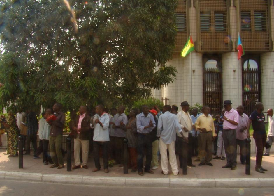 Les ex-travailleurs des entreprises liquidées, le 4 février 2016 au ministère des Finances ; crédit photo Adiac