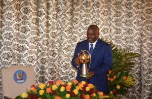 Le président de la République démocratique du Congo (RDC) Joseph Kabila a remis mardi à Kinshasa les médailles d'or aux joueurs et dirigeants de l'équipe nationale de football