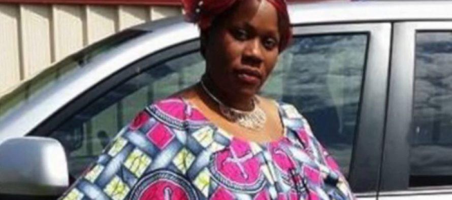 Une femme interrompt ses propres funérailles
