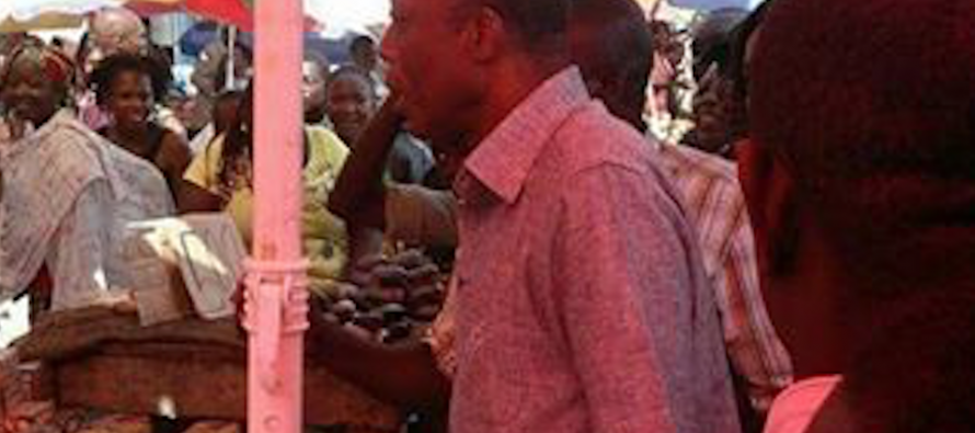 Présidentielle au Congo: Mokoko «mouille la chemise» au Marché Total de Bacongo