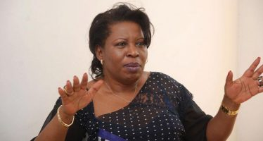 Congo: l'opposante Claudine Munari déchire la convocation du procureur André Ngakala