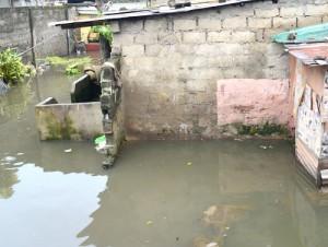 Une parcelle inondée par les eaux de la pluie qui s'est abattue à Kinshasa, le 3/3/2016. Radio Okapi/Ph. John Bompengo