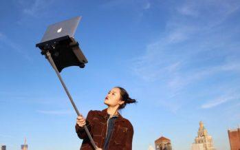 Narcissisme : après les perches pour smartphones, place à celles pour ordinateurs.