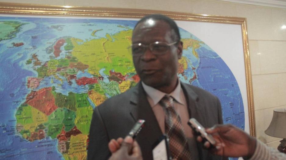 l'ambassadeur du Gabon au Congo, René Makongo