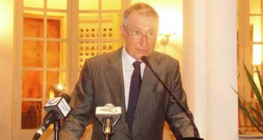 Congo : en fin de mission, l'ambassadeur de France se lave à grande eau
