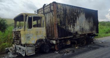 Congo – Pool : plusieurs véhicules incendiés par des hommes armés