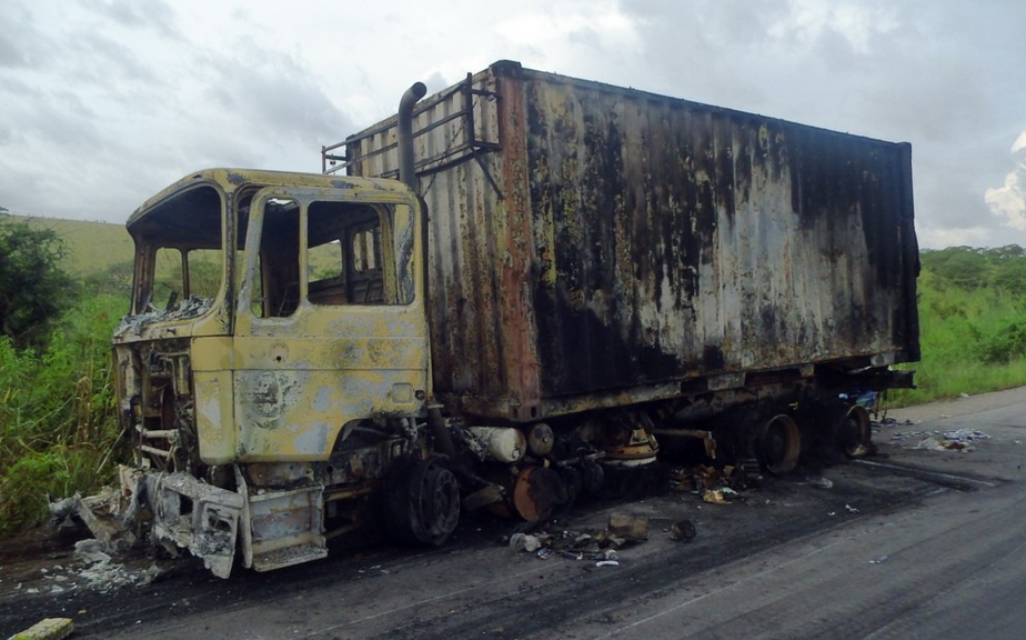Congo - Pool :  plusieurs véhicules incendiés par des hommes armés
