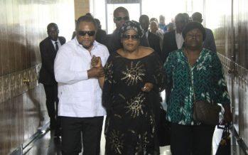 VIDEO – « Maman Amazone » la veuve de Papa Wemba est arrivée à Abidjan