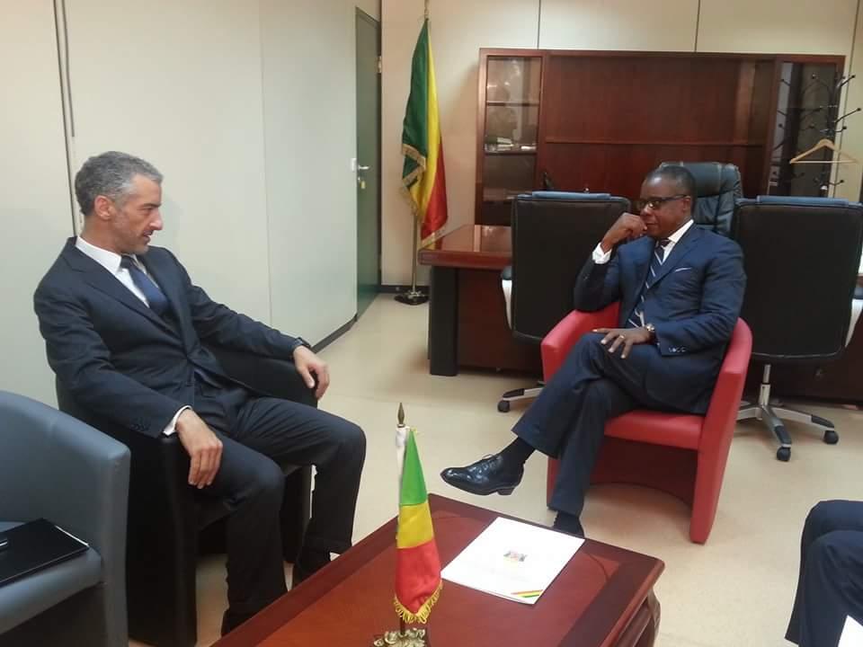 L'ambassadeur d'Italie en République Congolaise, Andrea Mazzella a échangé lundi avec Alain Akouala Atipault, le Ministre congolais des Zones économiques spéciales.