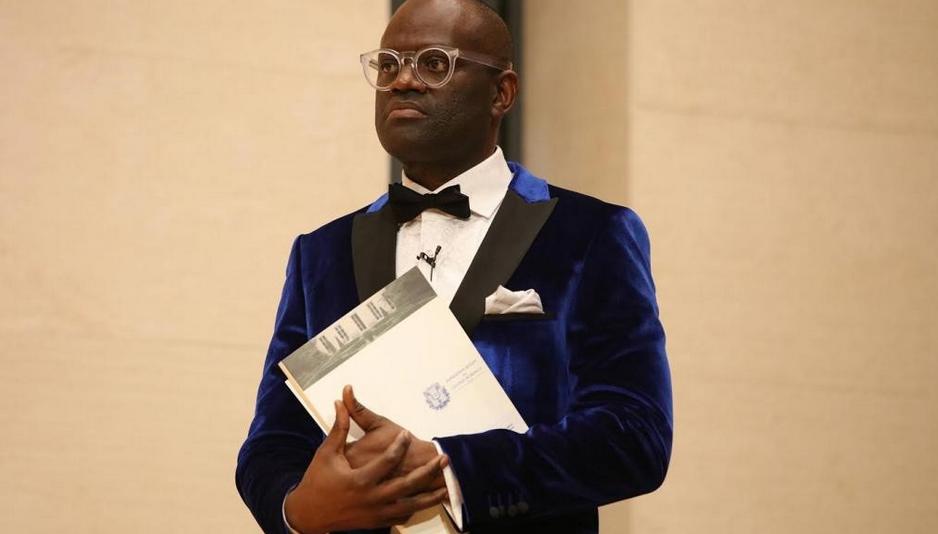 Alain Mabanckou, au Collège de France, à l'occasion de sa leçon inaugurale, le 17 mars 2016 © Patrick Imbert/Collège de France