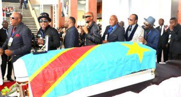 Hommages à Papa Wemba: désordre politique autour de la dépouille du chanteur