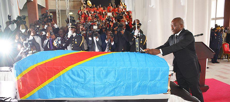 Le président congolais Joseph Kabila décore à titre posthume Papa Wemba