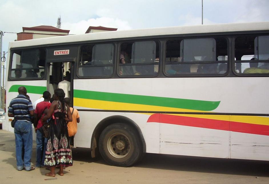 """les candidats libres empruntant le bus STPU crédit photo""""ADIAC"""""""