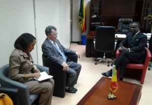 L'ambassadeur de Cuba au Congo, Manuel Serrano Acosta et e ministre des Zones économiques spéciales, Alain Akouala Atipault