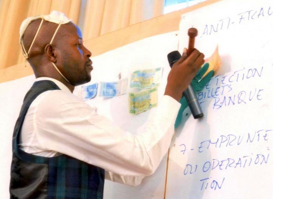 le Congolais Alain Brice Niama invente une encre contre  la falsification