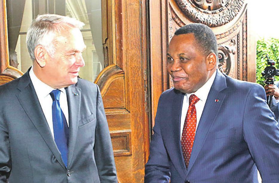 Les deux ministres des Affaires étrangères de France et du Congo, Jean Marc Ayrault et Jean-Claude Gakosso, ont eu un entretien chaleureux, le 14 juin, au Quai d'Orsay