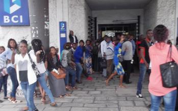 Congo : Colère froide des étudiants en Economie devant la BCI, faute de bourse