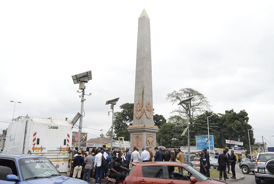 L'Obélisque de Moungali : du sang ou de la rouille ?