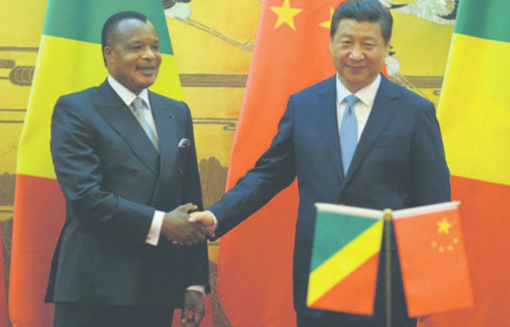 Les présidents chinois Xi Jinping (d) et congolais, Denis Sassou N'Guesso