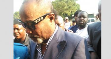EN IMAGES – RDC : Koffi Olomidé transféré à la prison centrale de Makala