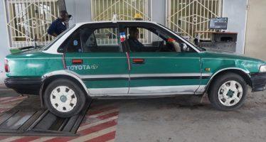 Les automobilistes en file indienne pour le contrôle technique exigé à Brazzaville