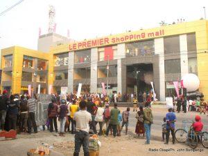 Ouverture du premier shopping mall à Kinshasa sur l'avenue de la justice, juillet 2016. Radio Okapi/Ph. John Bompengo