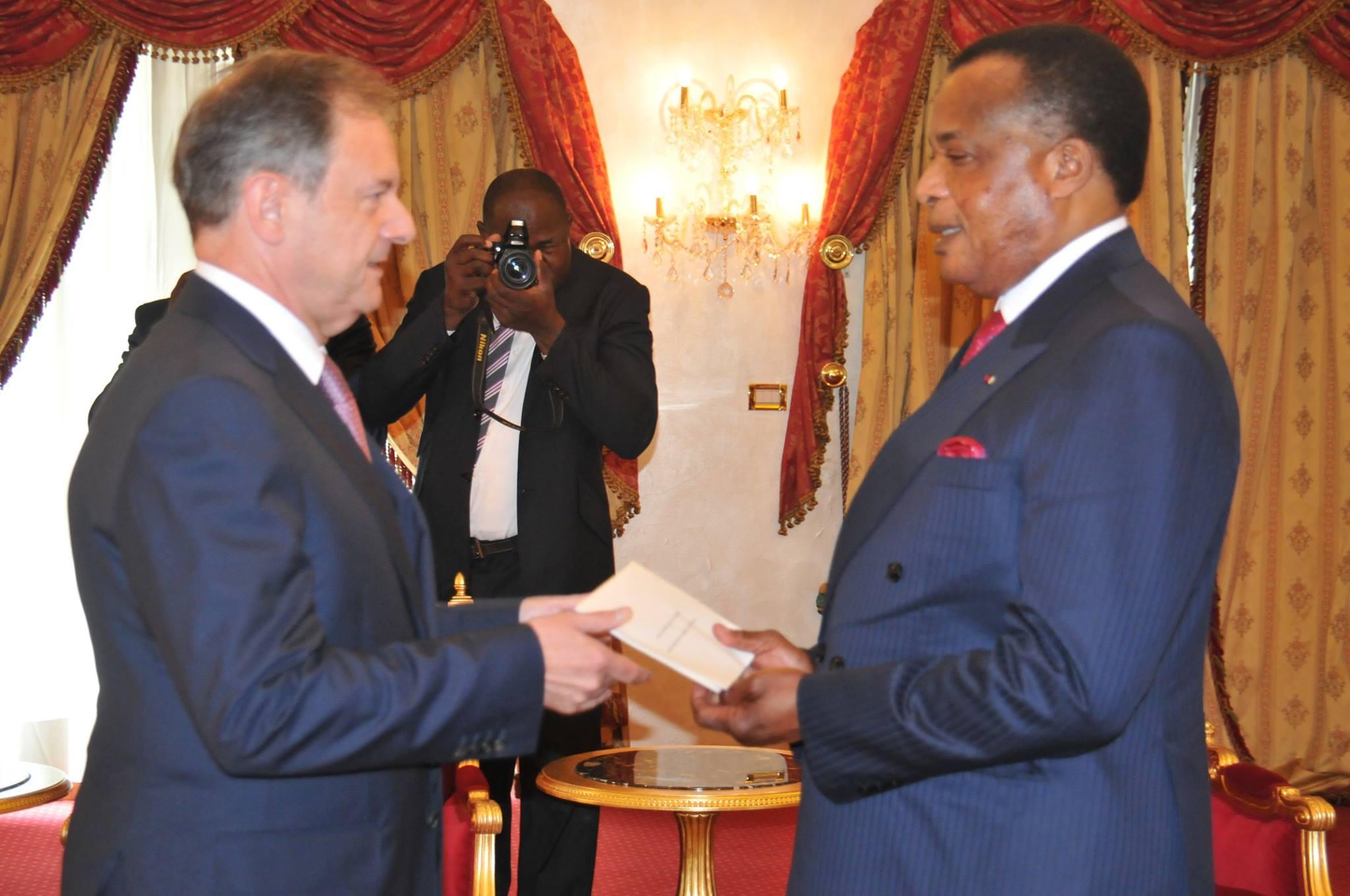 Bertrand Cochery, l'Ambassadeur de France au Congo et le Président de la République du Congo, Denis Sassou Nguesso, le jeudi 4 août 2016 à Brazzaville